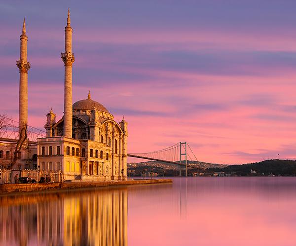 Moscheea Ortakoy, Istanbul, Turcia
